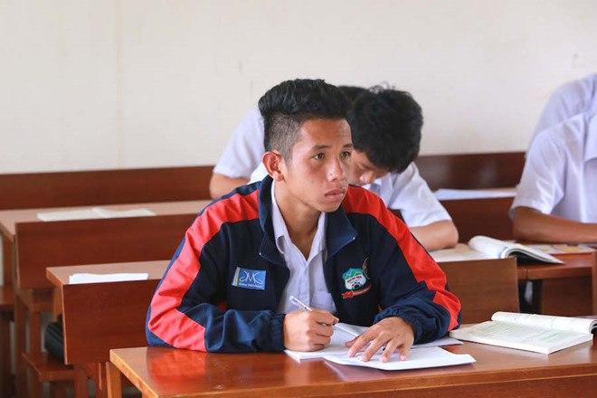 Lộ loạt ảnh dàn cầu thủ tuyển Việt Nam mài đũng quần ngồi làm bài thi, nhiều muối nhất vẫn là Công Phượng-6