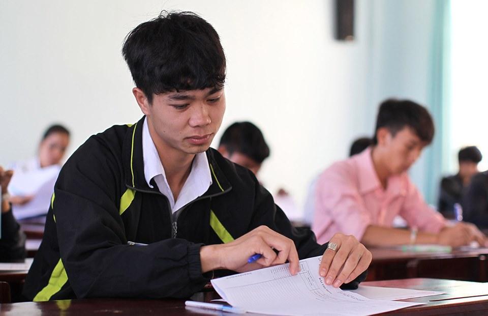 Lộ loạt ảnh dàn cầu thủ tuyển Việt Nam mài đũng quần ngồi làm bài thi, nhiều muối nhất vẫn là Công Phượng-5