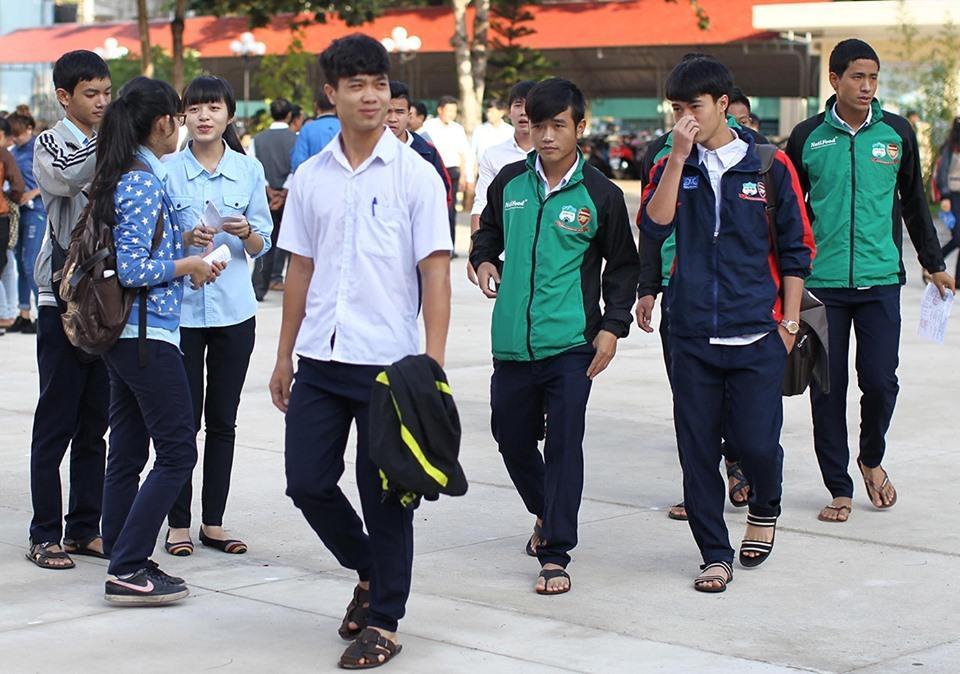 Lộ loạt ảnh dàn cầu thủ tuyển Việt Nam mài đũng quần ngồi làm bài thi, nhiều muối nhất vẫn là Công Phượng-3