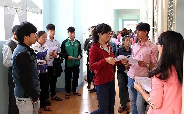 Lộ loạt ảnh dàn cầu thủ tuyển Việt Nam mài đũng quần ngồi làm bài thi, nhiều muối nhất vẫn là Công Phượng-1
