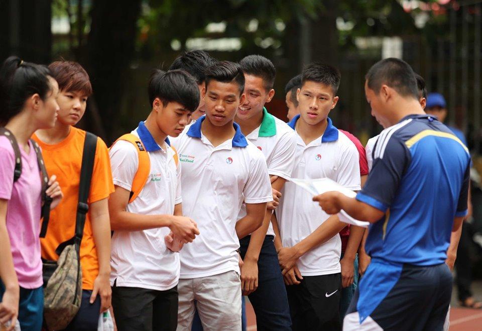 Lộ loạt ảnh dàn cầu thủ tuyển Việt Nam mài đũng quần ngồi làm bài thi, nhiều muối nhất vẫn là Công Phượng-10