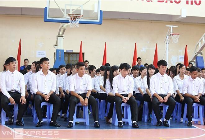 Lộ loạt ảnh dàn cầu thủ tuyển Việt Nam mài đũng quần ngồi làm bài thi, nhiều muối nhất vẫn là Công Phượng-12