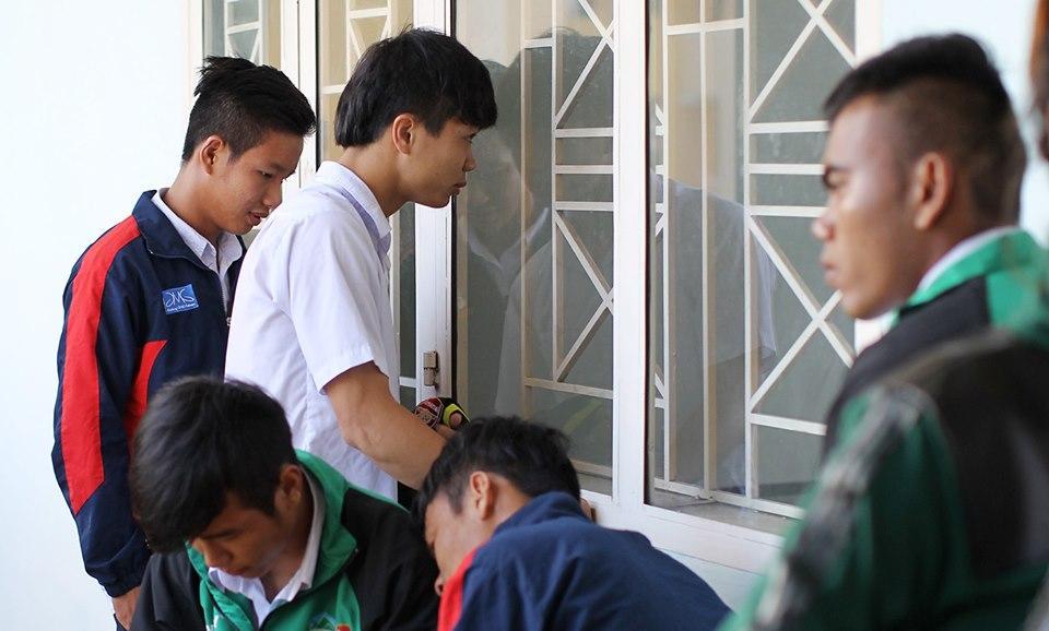 Lộ loạt ảnh dàn cầu thủ tuyển Việt Nam mài đũng quần ngồi làm bài thi, nhiều muối nhất vẫn là Công Phượng-4