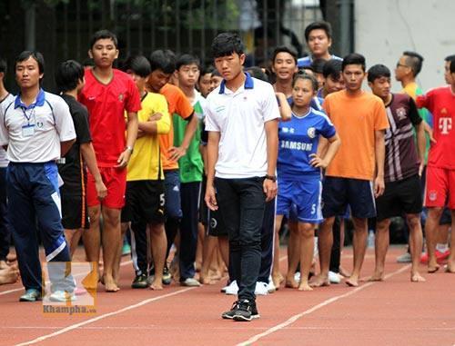 Lộ loạt ảnh dàn cầu thủ tuyển Việt Nam mài đũng quần ngồi làm bài thi, nhiều muối nhất vẫn là Công Phượng-8