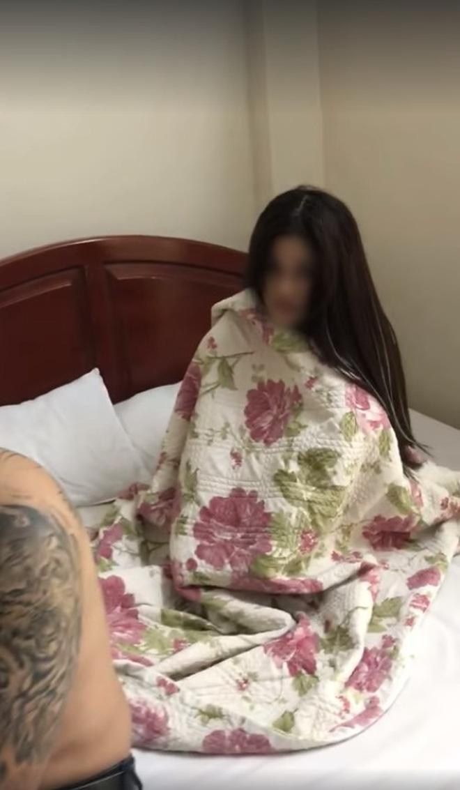 Vợ bắt quả tang chồng đang trên giường với bồ nhí, không cả buồn đánh ghen, vợ chỉ hỏi 1 câu: Bây giờ chồng tính thế nào? khiến chồng kinh ngạc-3