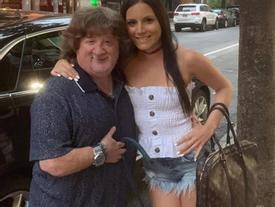 Chàng lùn 1m40 vẫn khiến hotgirl đổ rạp, lộ danh tính ai cũng vỡ òa ngạc nhiên