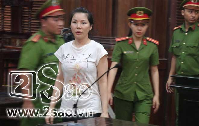 Clip sốc: Mẹ vợ tố Chiêm Quốc Thái CÔN ĐỒ, ĂN CƯỚP ngay tại sảnh tòa án sáng nay-1
