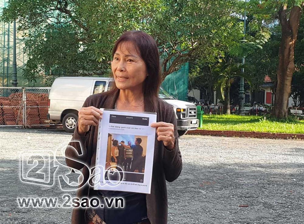 Clip sốc: Mẹ vợ tố Chiêm Quốc Thái CÔN ĐỒ, ĂN CƯỚP ngay tại sảnh tòa án sáng nay-3