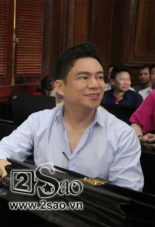 Clip sốc: Mẹ vợ tố Chiêm Quốc Thái CÔN ĐỒ, ĂN CƯỚP ngay tại sảnh tòa án sáng nay-6
