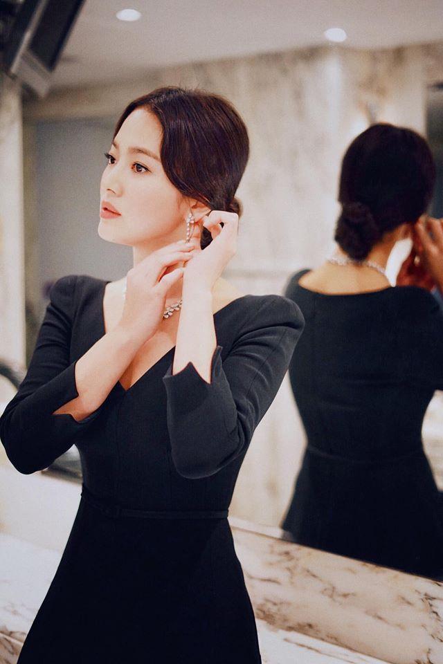 Song Hye Kyo để kiểu tóc nào là tạo trend kiểu tóc nấy, quan trọng nhất là cô ấy luôn đẹp dù có thay đổi như thế nào-13