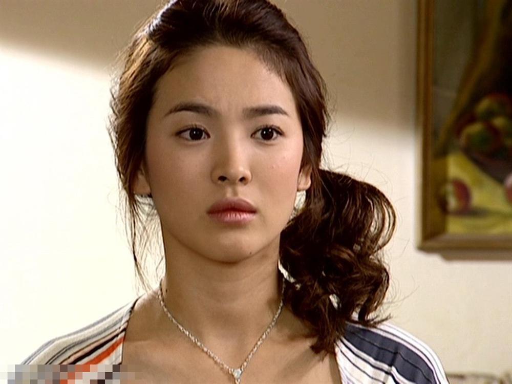 Song Hye Kyo để kiểu tóc nào là tạo trend kiểu tóc nấy, quan trọng nhất là cô ấy luôn đẹp dù có thay đổi như thế nào-1