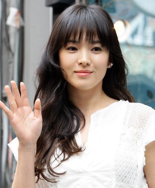 Song Hye Kyo để kiểu tóc nào là tạo trend kiểu tóc nấy, quan trọng nhất là cô ấy luôn đẹp dù có thay đổi như thế nào-4