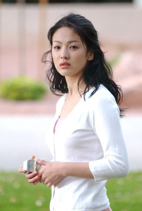 Song Hye Kyo để kiểu tóc nào là tạo trend kiểu tóc nấy, quan trọng nhất là cô ấy luôn đẹp dù có thay đổi như thế nào-3