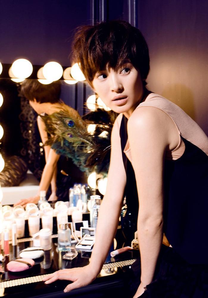Song Hye Kyo để kiểu tóc nào là tạo trend kiểu tóc nấy, quan trọng nhất là cô ấy luôn đẹp dù có thay đổi như thế nào-2