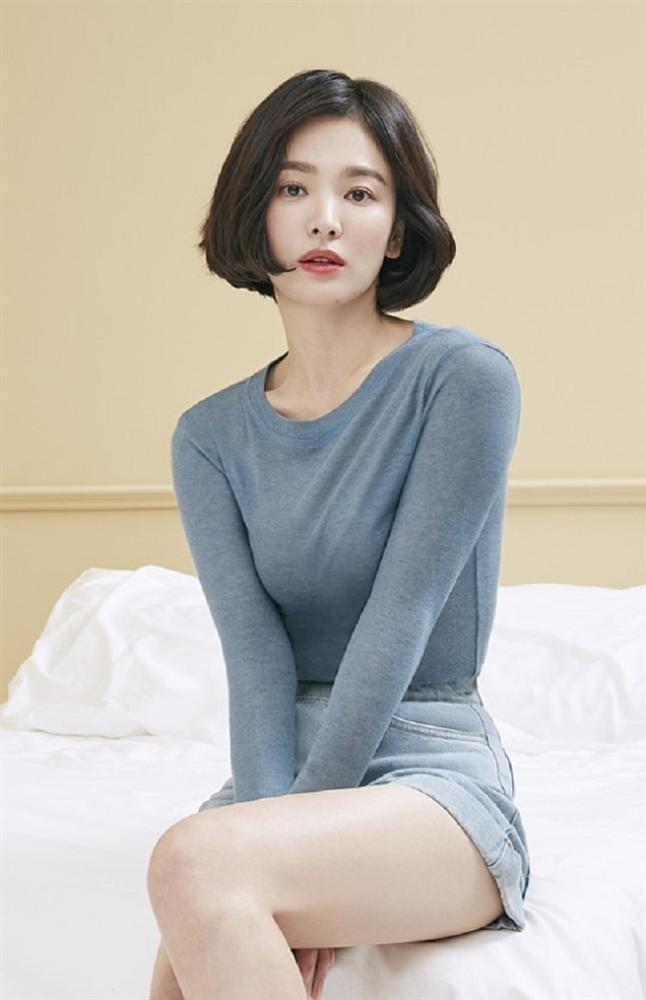 Song Hye Kyo để kiểu tóc nào là tạo trend kiểu tóc nấy, quan trọng nhất là cô ấy luôn đẹp dù có thay đổi như thế nào-9