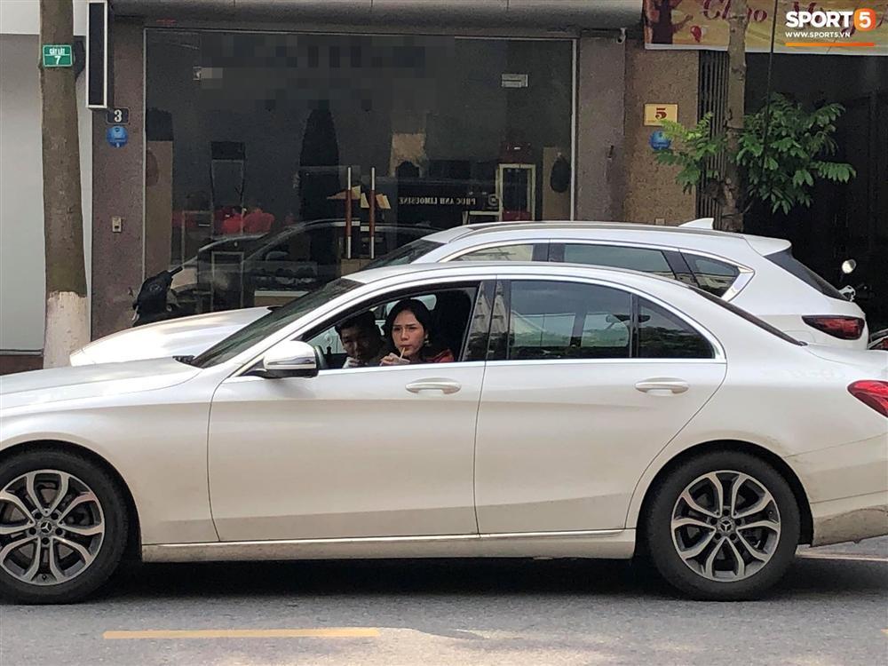 Bạn gái đi ôtô xịn xò về tận Bắc Ninh ăn hỏi Bùi Tiến Dũng nhưng lạ thay Trọng Đại không hộ tống mà là chàng trai nào thế kia!-1