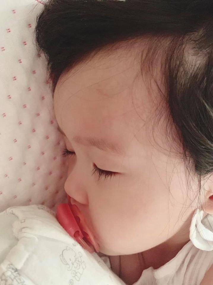 Gần nửa năm mới xuất hiện, con gái hoa hậu Đặng Thu Thảo khiến ai nấy ngỡ ngàng vì càng lớn càng dễ thương-4