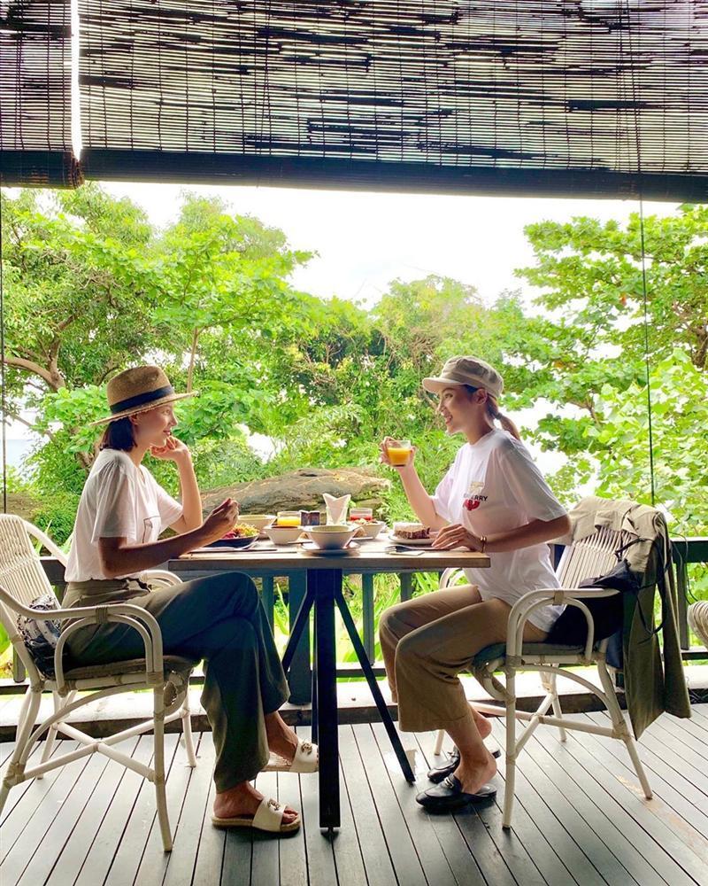 Tăng Thanh Hà cùng chồng đại gia lên rừng xuống biển ủng hộ bạn thân làm phim-8