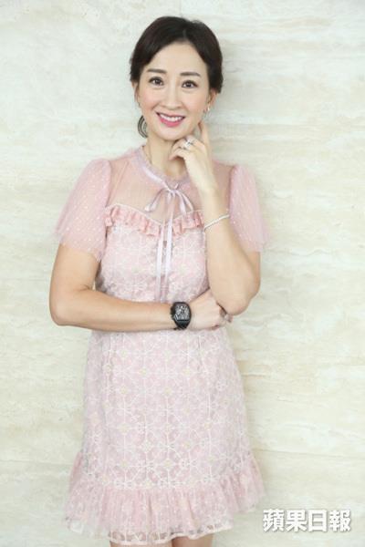 Á hậu Hong Kong rời showbiz vì bị ép tiếp khách-2