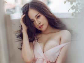 Bà Tưng 'nóng rẫy' khoe vòng 1 đẫy đà như muốn bung khỏi chiếc váy xẻ ngực sâu hun hút