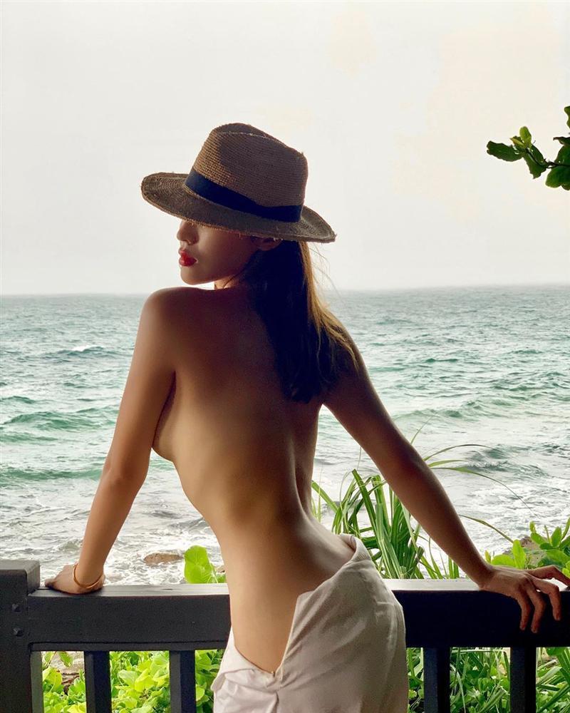 Hoa hậu Kỳ Duyên gây tranh cãi nảy lửa với bức ảnh khoe thân táo bạo nhất từ trước tới nay-1
