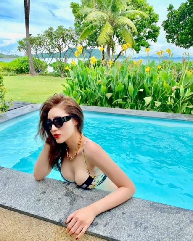 Hoa hậu Kỳ Duyên gây tranh cãi nảy lửa với bức ảnh khoe thân táo bạo nhất từ trước tới nay-11