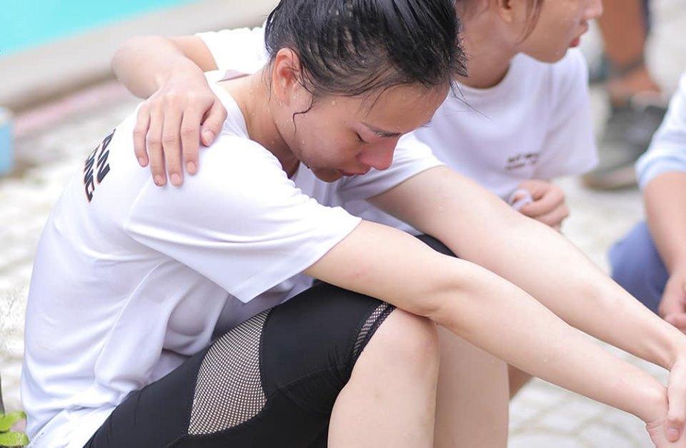 Phương Oanh khoe đôi chân bầm tím, sứt cả mảng da cực kỳ đáng sợ-2