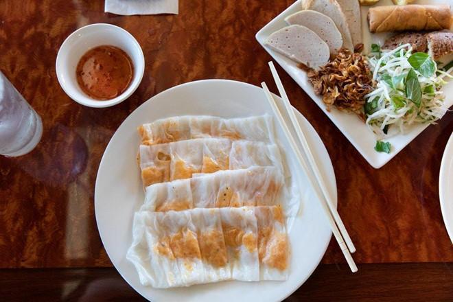 Phóng viên NY Times khen ngợi bánh cuốn truyền thống Việt Nam-1