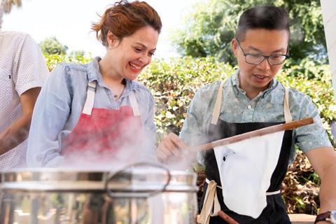 Phóng viên NY Times khen ngợi bánh cuốn truyền thống Việt Nam-2