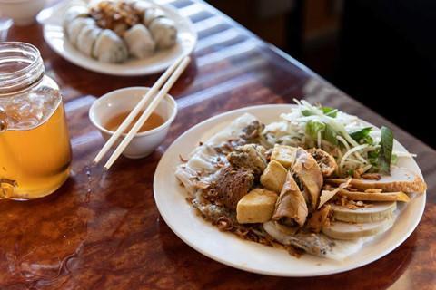 Phóng viên NY Times khen ngợi bánh cuốn truyền thống Việt Nam-7