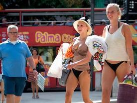 Tắm biển trong ngày nóng đỉnh điểm, 3 du khách tử vong
