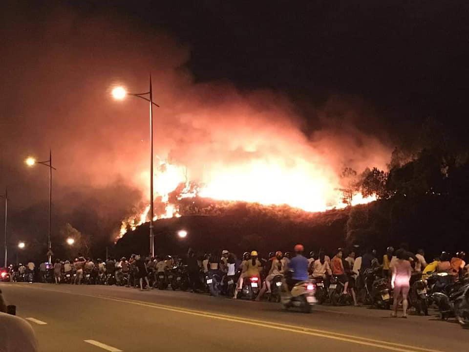Clip: Cháy rừng chưa từng có ở Hà Tĩnh, nguy cơ ngắt đôi điện Bắc - Trung - Nam-1