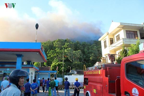 Cháy rừng ở Hà Tĩnh bùng phát trở lại uy hiếp trạm xăng-2