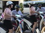 Giữa trưa nắng gắt, cụ bà 90 tuổi đi nhờ ô tô và câu nói của tài xế khiến nhiều người giật mình-2