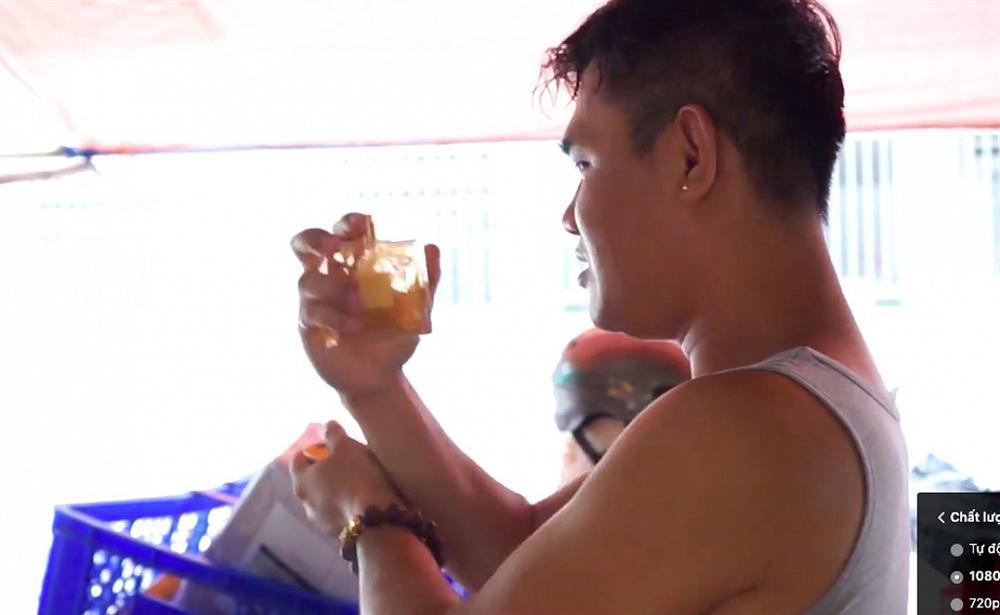Lê Dương Bảo Lâm bị tố livestream bán nước hoa fake: mùi thua cả nước xịt phòng-3