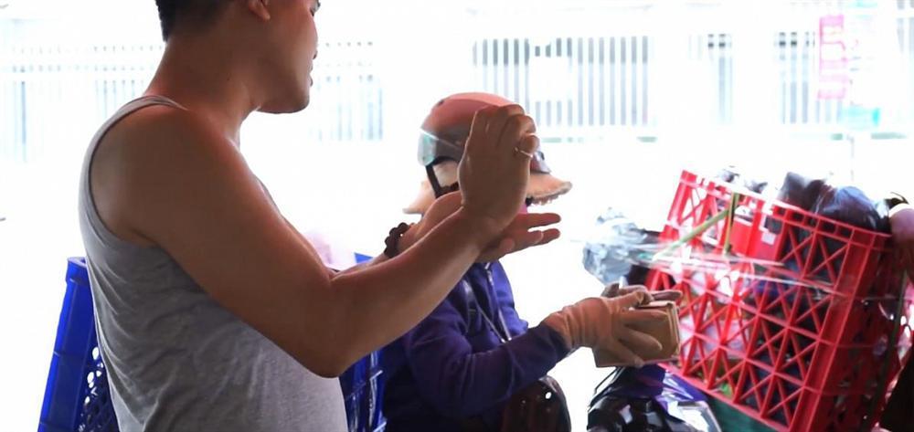 Lê Dương Bảo Lâm bị tố livestream bán nước hoa fake: mùi thua cả nước xịt phòng-5
