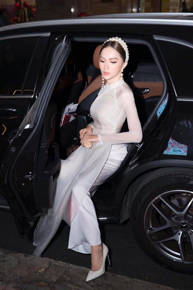 Mai Phương Thúy bước xuống xe cũng thần thái ngời ngời nhưng đến Hương Giang thì khiến fan thả tim không ngớt-5