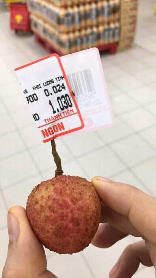Sau vụ thanh niên vào siêu thị mua 1 quả vải, dân tình đua nhau mua 1 quả khiến hội thu ngân ngán ngẩm-1