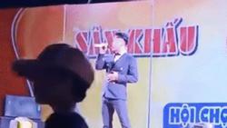 'Ca sĩ hội chợ' Du Thiên bị chửi bới, ném ghế khi diễn ở Quảng Nam