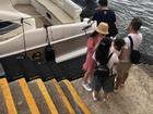 Quách Phú Thành thuê du thuyền sang nghỉ dưỡng bên vợ trẻ