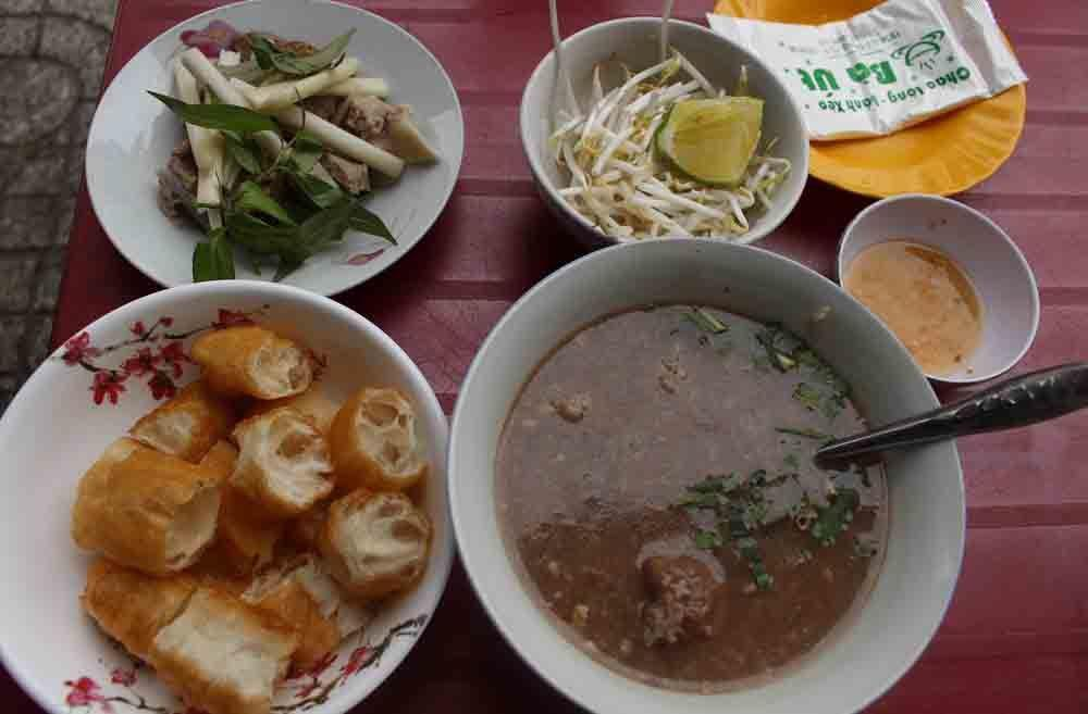Bánh đúc, phở Lệ có thâm niên lâu đời, nổi tiếng ở Sài Gòn-1