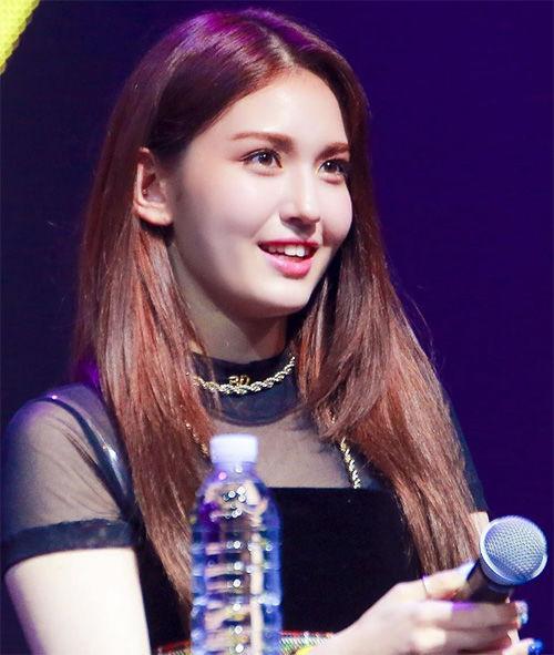 Từng khiến Kim Wooseok khốn đốn vì scandal quấy rối, giờ đây chính Somi lại bị nghi sàm sỡ vòng 3 của một nam idol-1