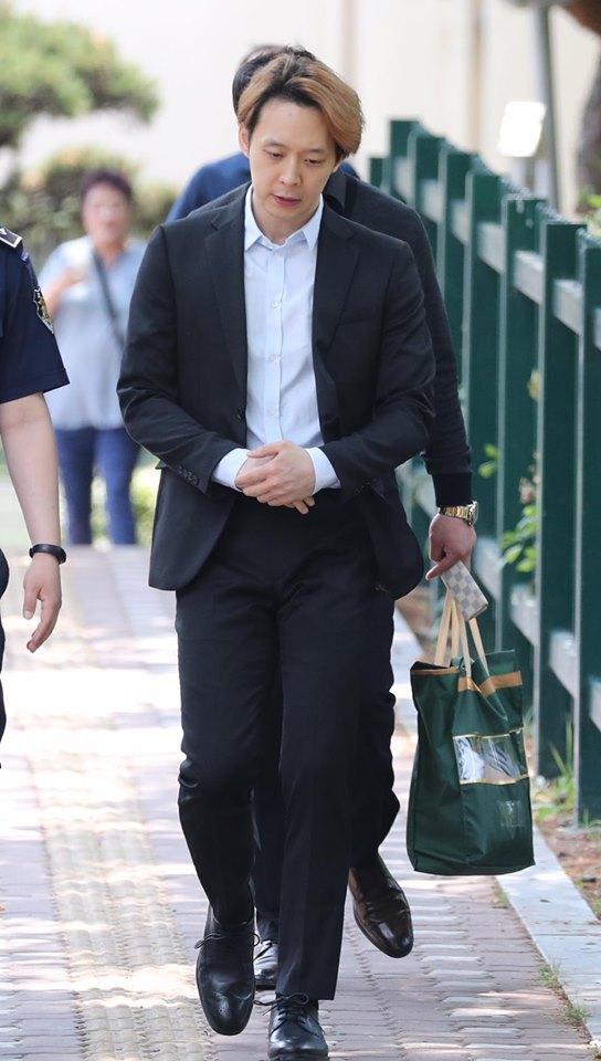 Sao nam Hoàng tử gác mái Park Yoochun bật khóc sau khi bị tuyên án tù-3