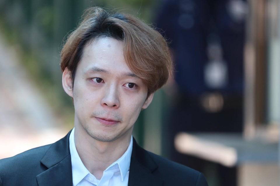 Sao nam Hoàng tử gác mái Park Yoochun bật khóc sau khi bị tuyên án tù-4