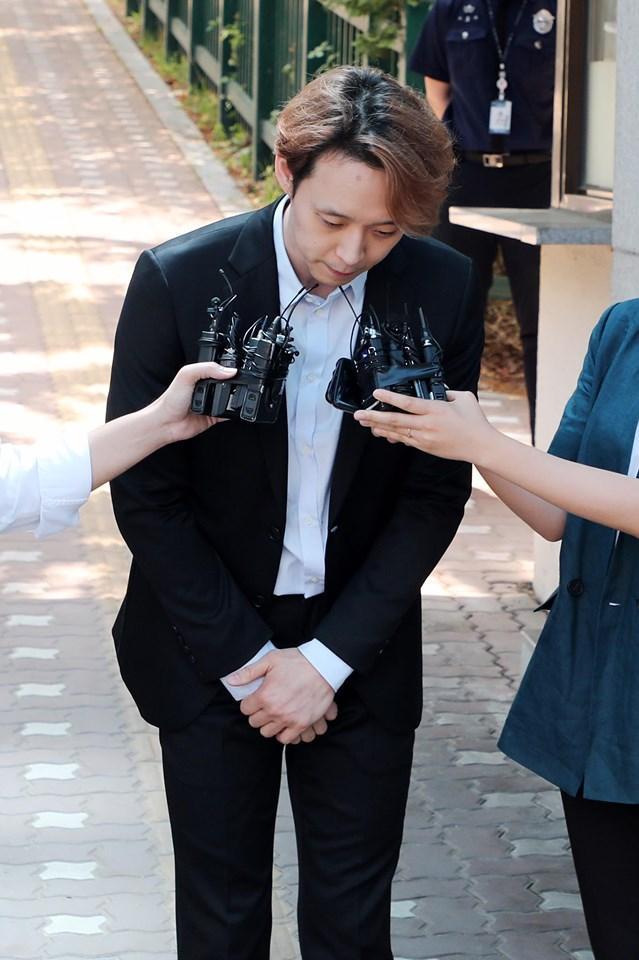Sao nam Hoàng tử gác mái Park Yoochun bật khóc sau khi bị tuyên án tù-1
