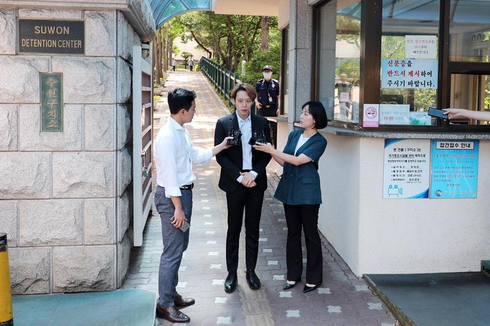 Sao nam Hoàng tử gác mái Park Yoochun bật khóc sau khi bị tuyên án tù-6