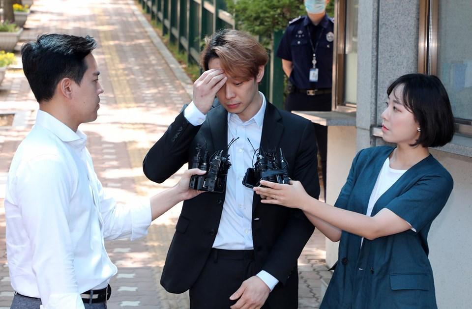 Sao nam Hoàng tử gác mái Park Yoochun bật khóc sau khi bị tuyên án tù-7