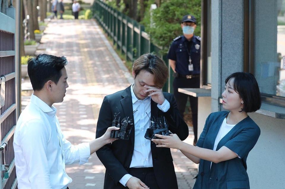 Sao nam Hoàng tử gác mái Park Yoochun bật khóc sau khi bị tuyên án tù-8