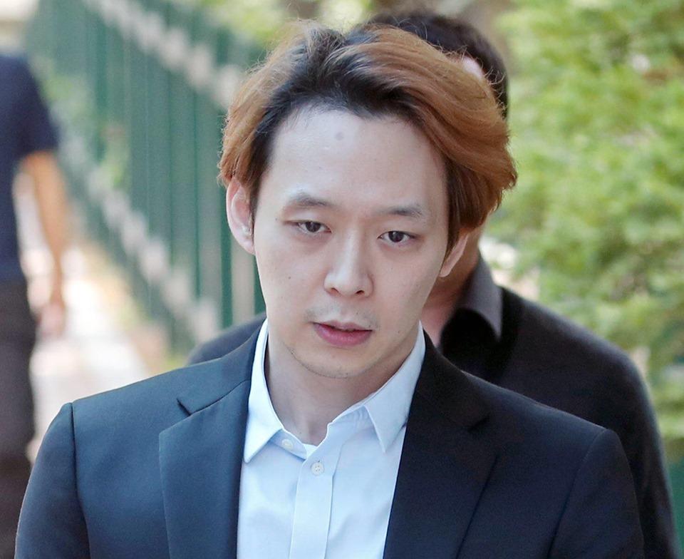 Sao nam Hoàng tử gác mái Park Yoochun bật khóc sau khi bị tuyên án tù-9