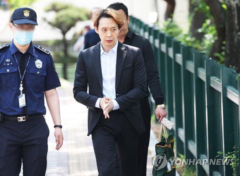 Sao nam Hoàng tử gác mái Park Yoochun bật khóc sau khi bị tuyên án tù-10